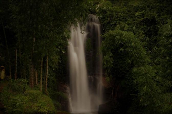 munduk-waterfall treking.jpg