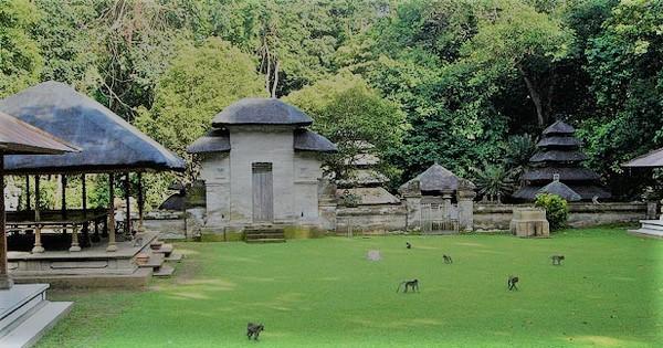 Pura-Alas-Kedaton-Tabanan-Bali.jpg