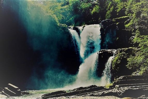 Tegenungan Waterfal 3.jpg