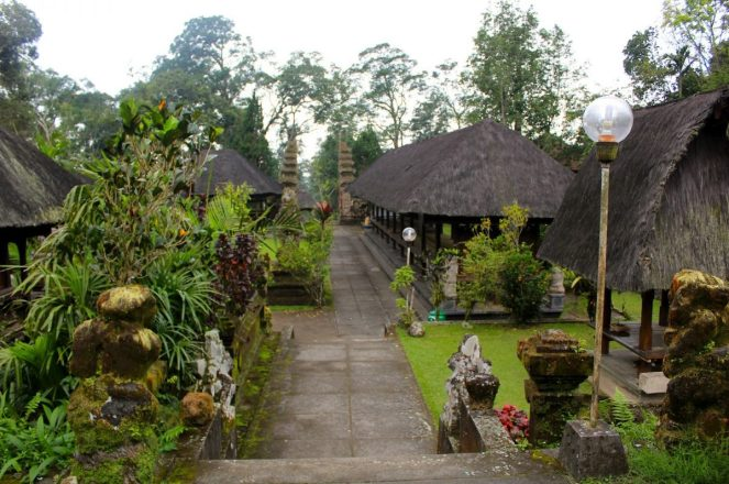 Batukaru pura, www.balilocaltourguide.com.jpg